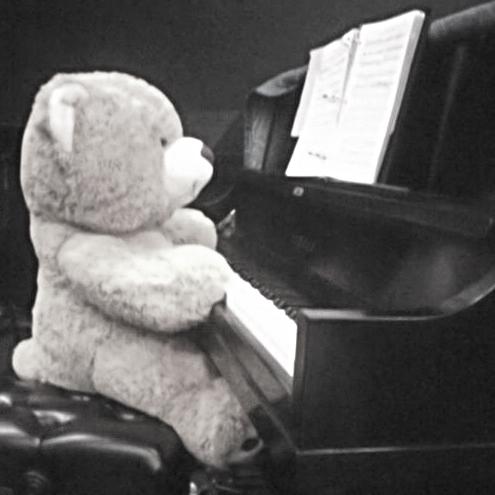 goyo piano.jpg