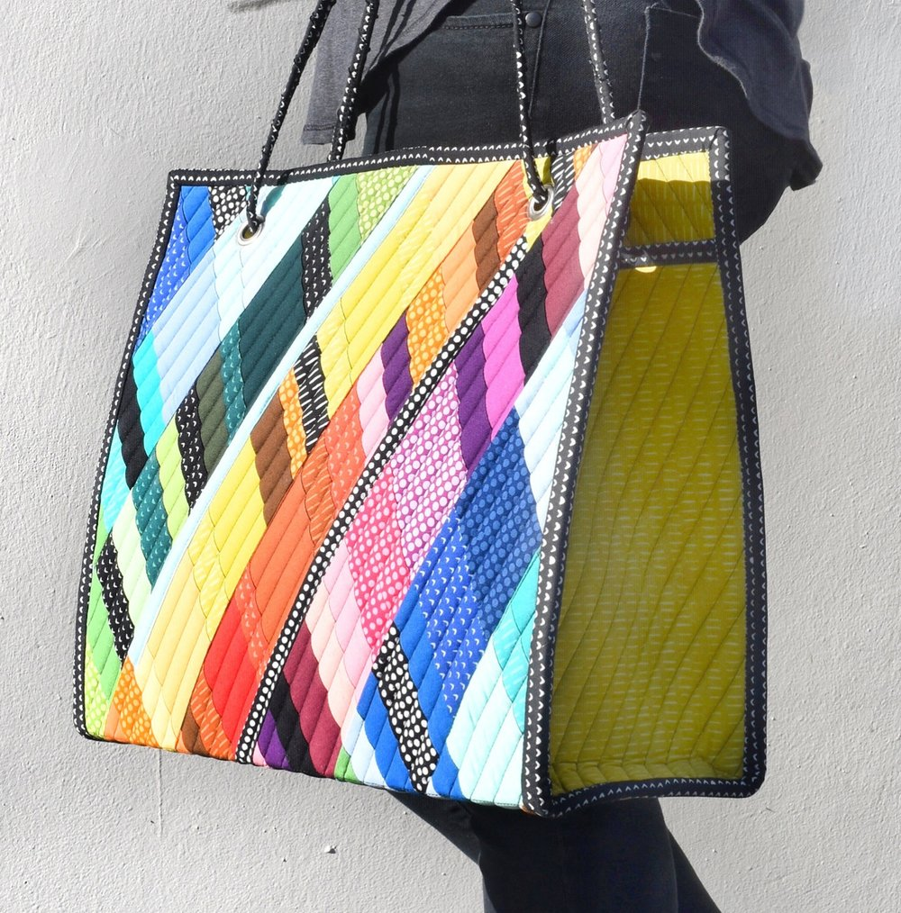 I HOPE YOU'LL GIVE THIS WONDERFUL PATTERN A TRY. http://www.plumeasypatterns.com/shop/dancing-diamonds-gem-bag-pattern
