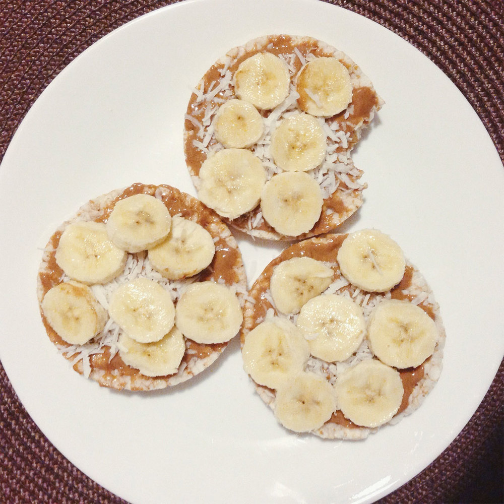 Rice cakes with peanut butter, unsweetened coconut flakes and banana. No gluten, no sugar, no dairy.