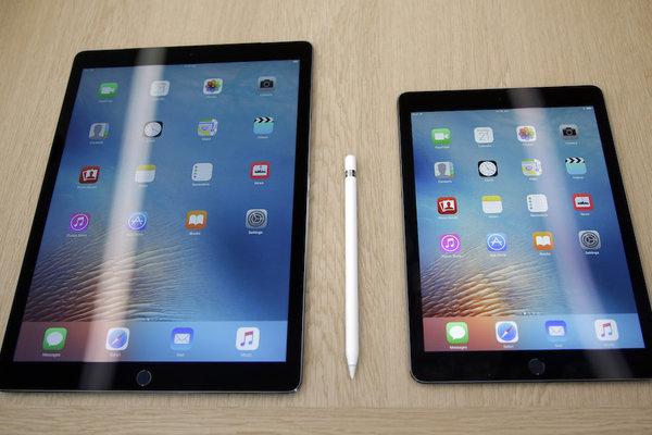 """12.7"""" iPad Pro x 9.7"""" iPad"""
