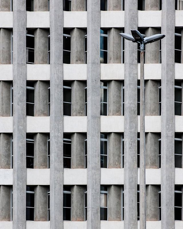 #brasilia #urban #travelphotography #streetphotography #travel #myfeatureshot #arquitetura #concrete