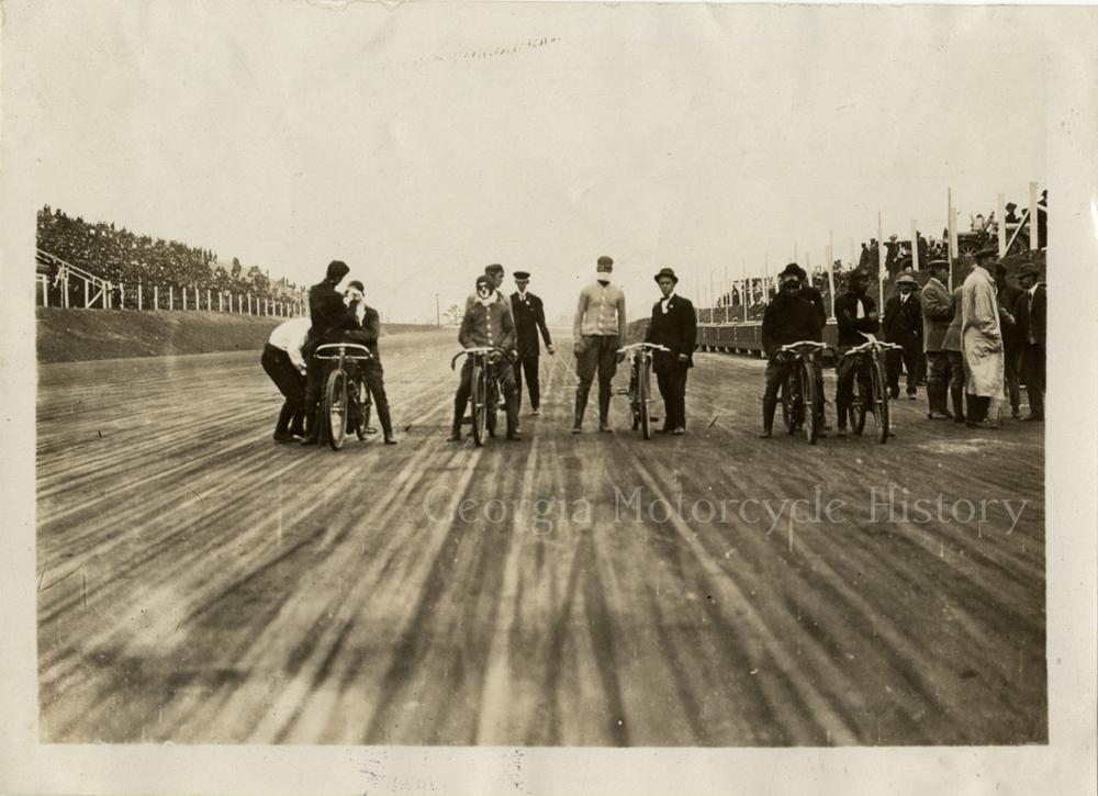 atl speedway 1909 start line.jpeg