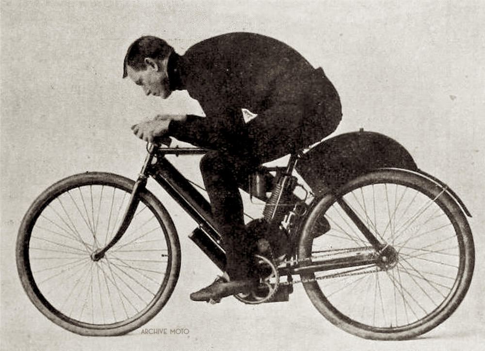 Oscar Hedstrom, photographed in his signature competition/exhibition attire, black trousers and turtleneck, tucked in onboard one of his earliest machines in late 1902 - early 1903.