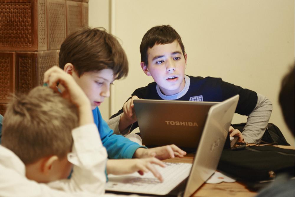 1503_digital-kids_NFR2000.jpg