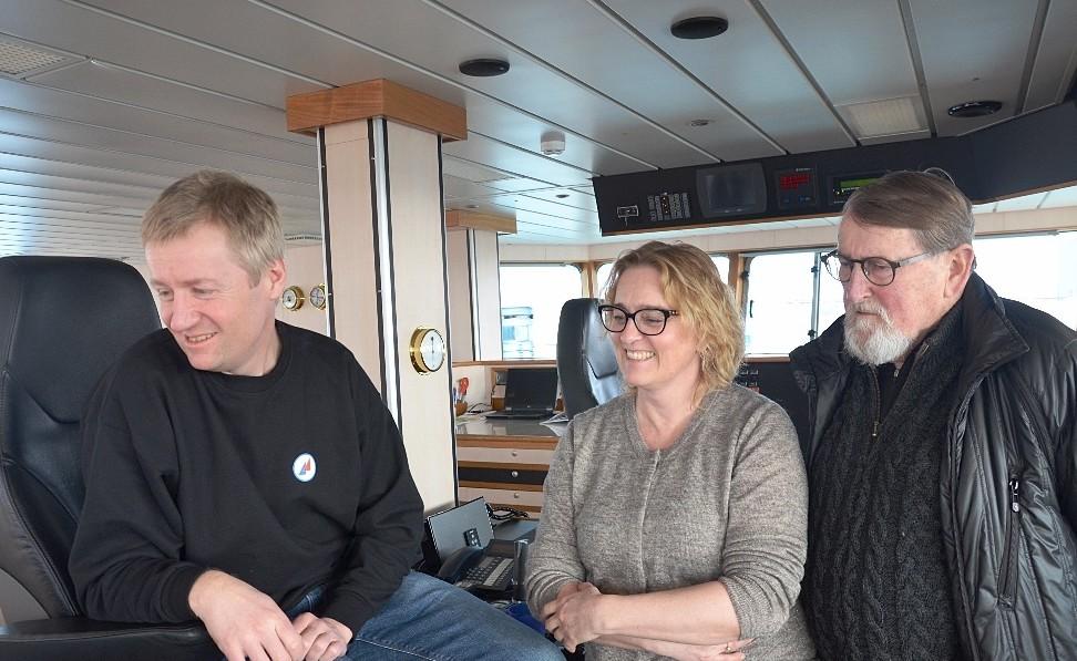 Niels Jensen med datteren Lise og Svigersønnen Karsten ombord på HG 333 Isafold