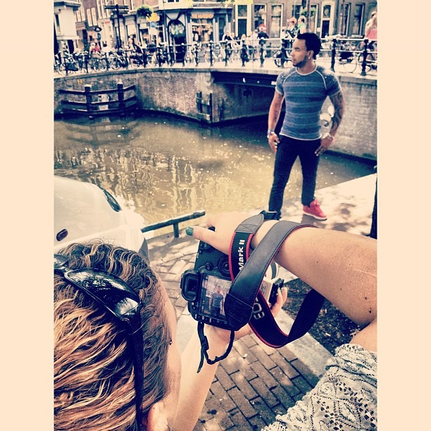 Behind the scene in a photoshoot with amazing Cleyton :-) #photoshoot #holland #netherlands #fashion#photography#europe #music #ams#amsterdan #vivianetelesphotography #easysquare (at Amsterdan,Holland)