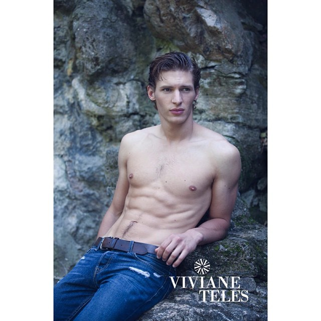 Shoot with Lucas from France, make-up: Isa Reda, #lucasmikulski #mannequinshommesparis #bananasmodel #men #models #man #paris #strong #beauty #fit #fashion #make-up #isareda #art #photoshoot #paris #model #male #agency #viviantelesphotography #vivianeteles (at Paris, France)