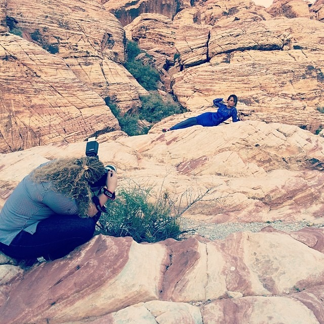 Behind the scenes in Las Vegas #lasvegas #model #redrockcanyon #photo #photoshoot #fashionphotography #fashion #color #editorial #alaska #domican #elegant cute #vivianetelesphotography #vivianeteles (at Red Rock Canyon National Conservation Area)