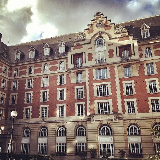Photographing architecture today. Fotografando arquitetura hoje. #arquitetura #france#paris #diferente