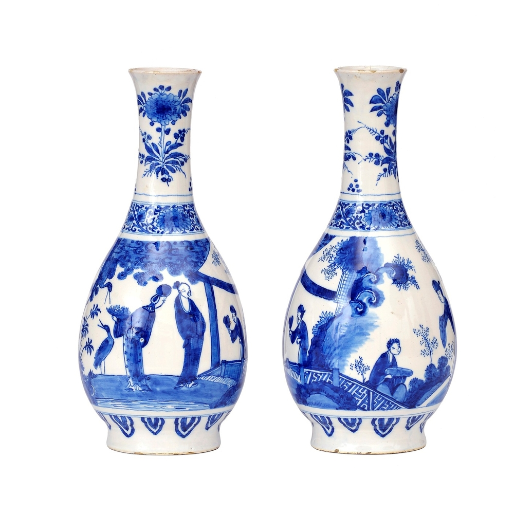 Aronson Antiquairs Delft Blue vase.jpg