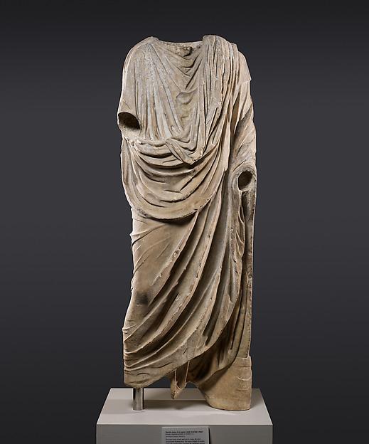 Monumental marble sculpture_Axel Vervoordt.jpg