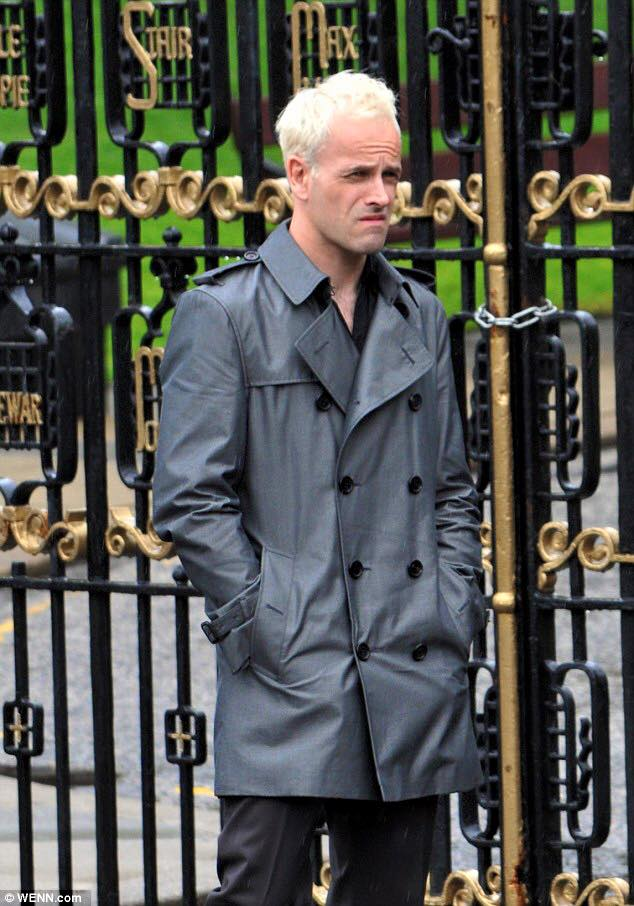 Jonny Lee Miller outside the University of Glasgow. Photo by Daily Mail, WENN.com