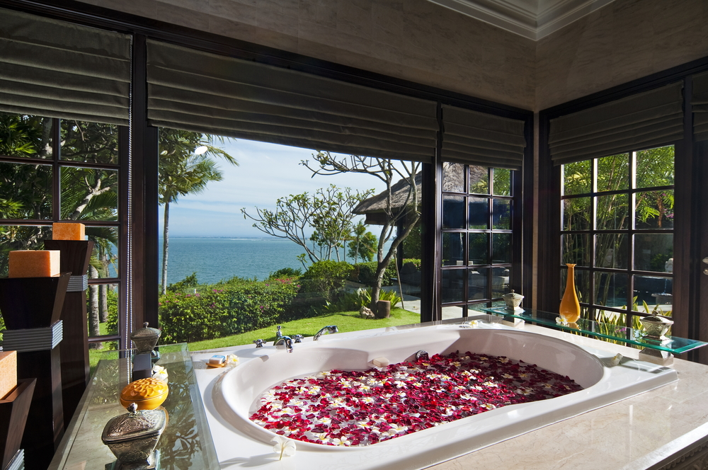 Ocean front Cliff Villa Bathroom.jpg