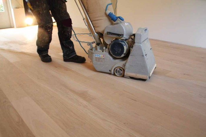 Vloeren simons vloer en wand for Tafel schuren en olien