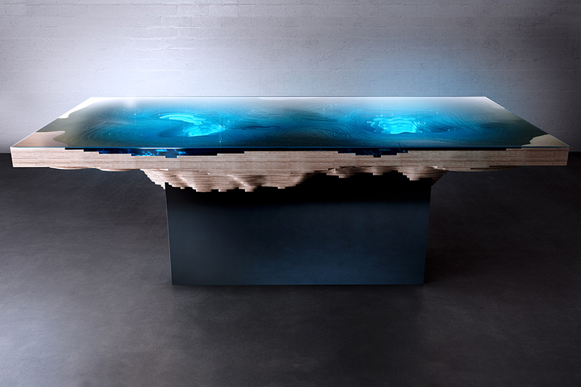 duffy-london-abyss-dining-table-designboom-02.jpg