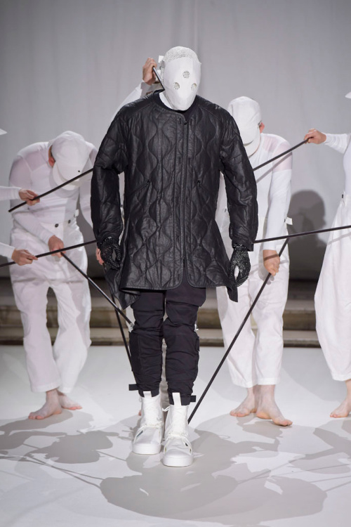 aitor-throup-a-self-portrait-lcm-2016-6.jpg
