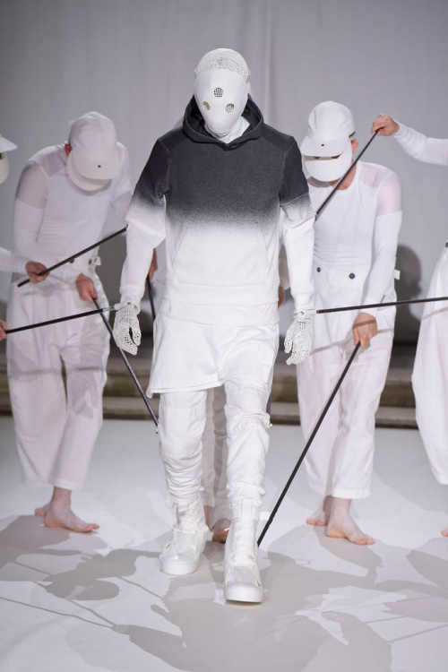 aitor-throup-a-self-portrait-lcm-2016-8.jpg