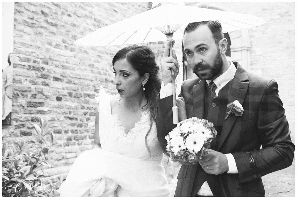 sposi e ombrello