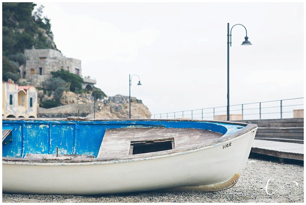 barca spiaggia varigotti