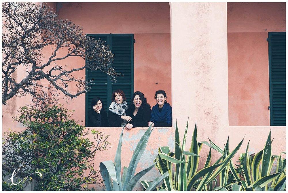 amiche alla finestra
