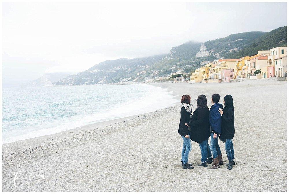 amiche spiaggia varigotti