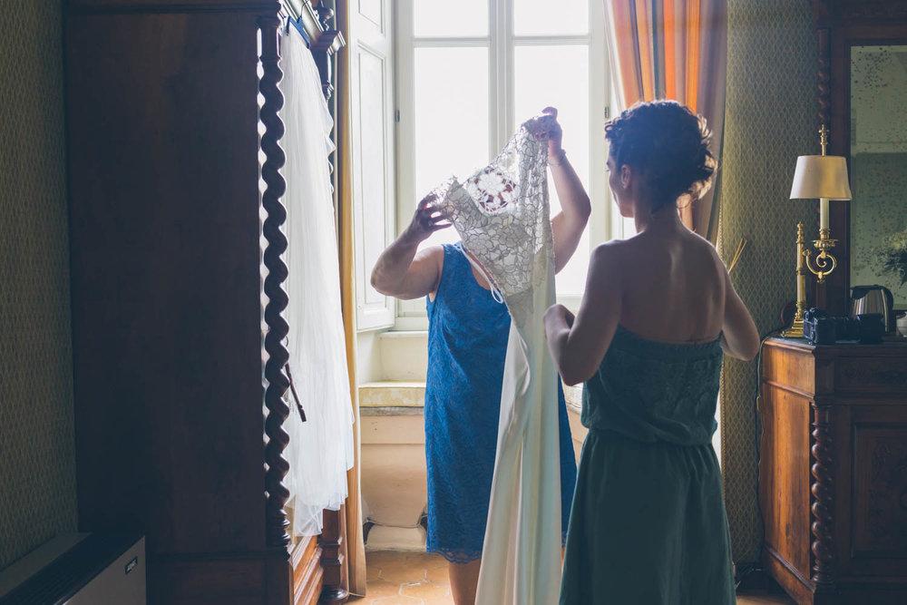 Preparazione sposa con mamma