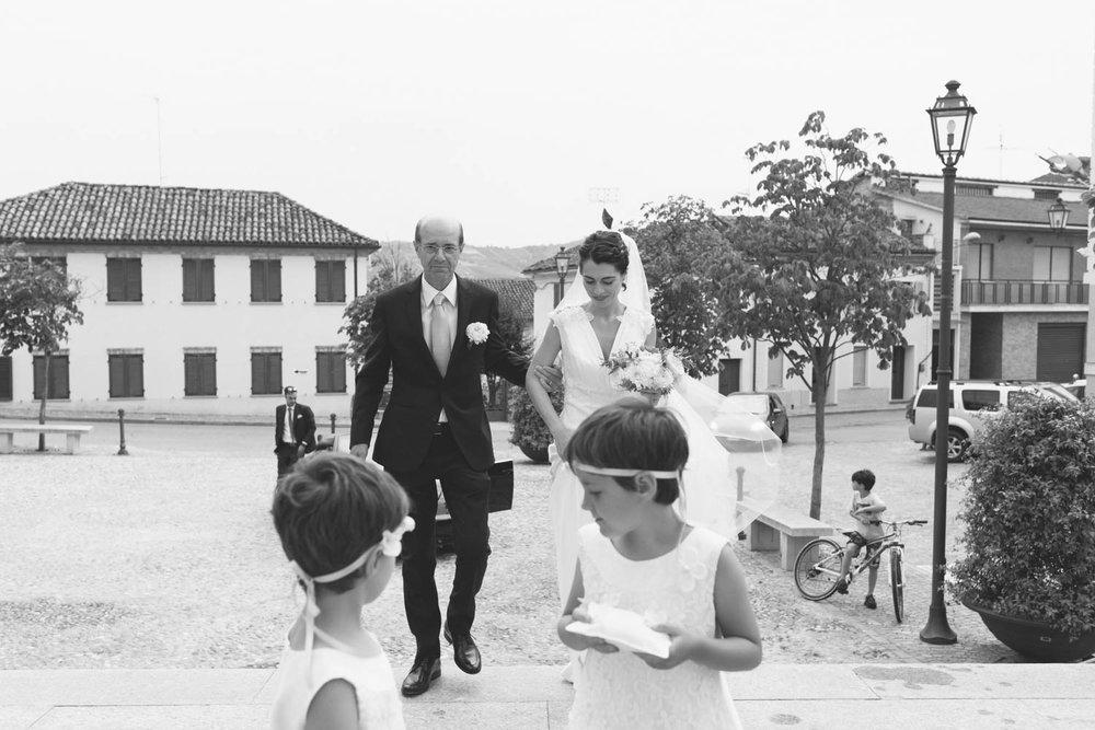 Ingresso sposa e damigelle