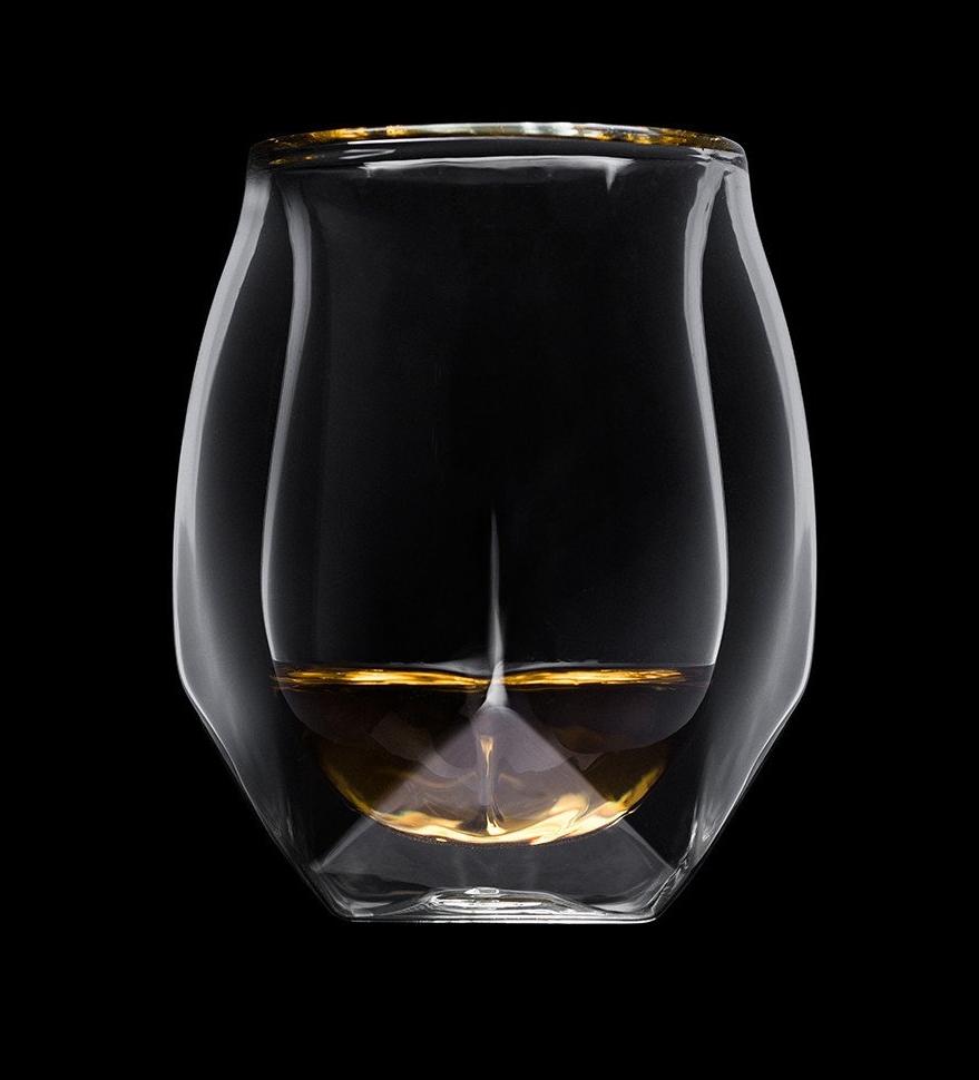Norlan lanserar ett svart glas för blindprovning. Det nya glaset VAILD är avsedd att fokusera uppmärksamheten på smak och arom i whisky.