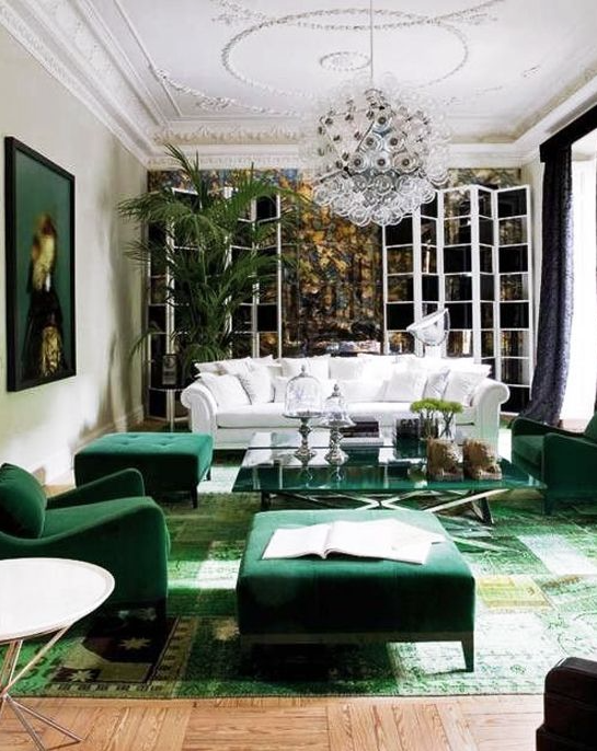 Emerald chairs, white sofa and an overdyed rug? Yes please. This homeowner is daring!