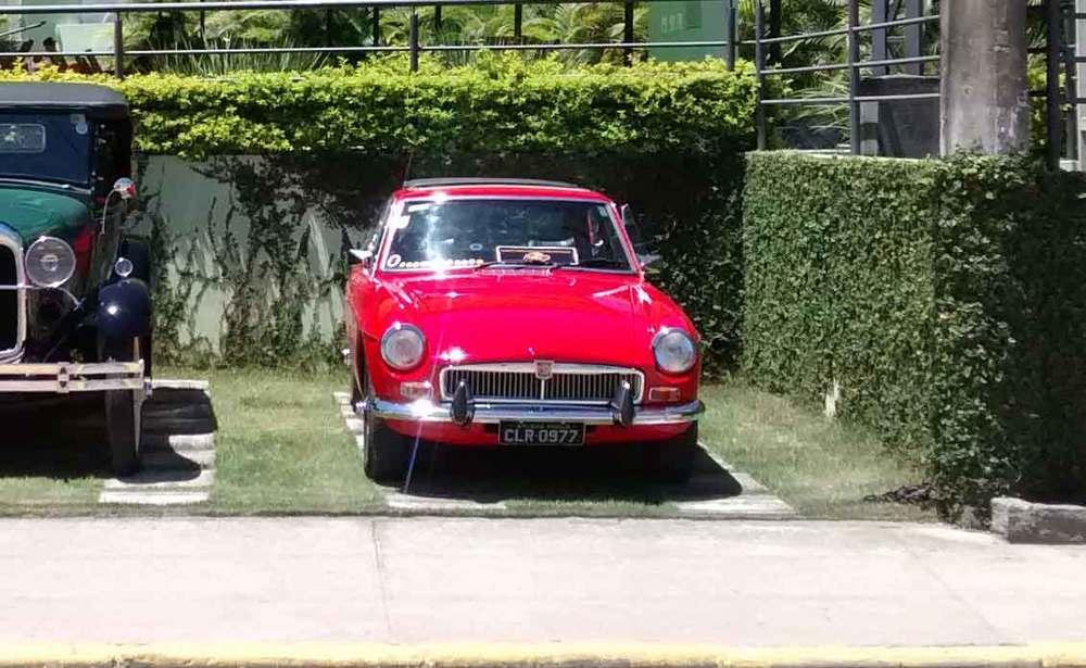 1974-MGB-GT-Front.jpg