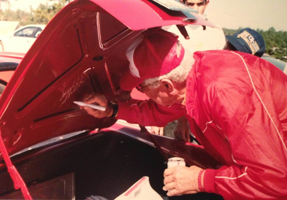 Carroll-Shelby-signing-trunk.jpg