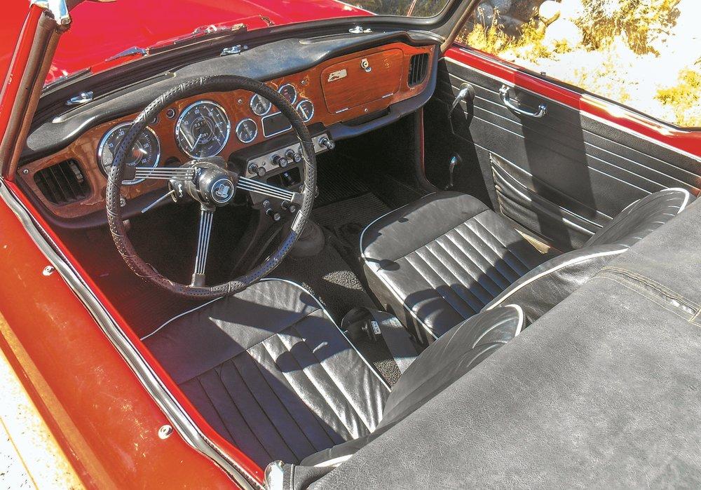 Triumph TR-4 011.jpg