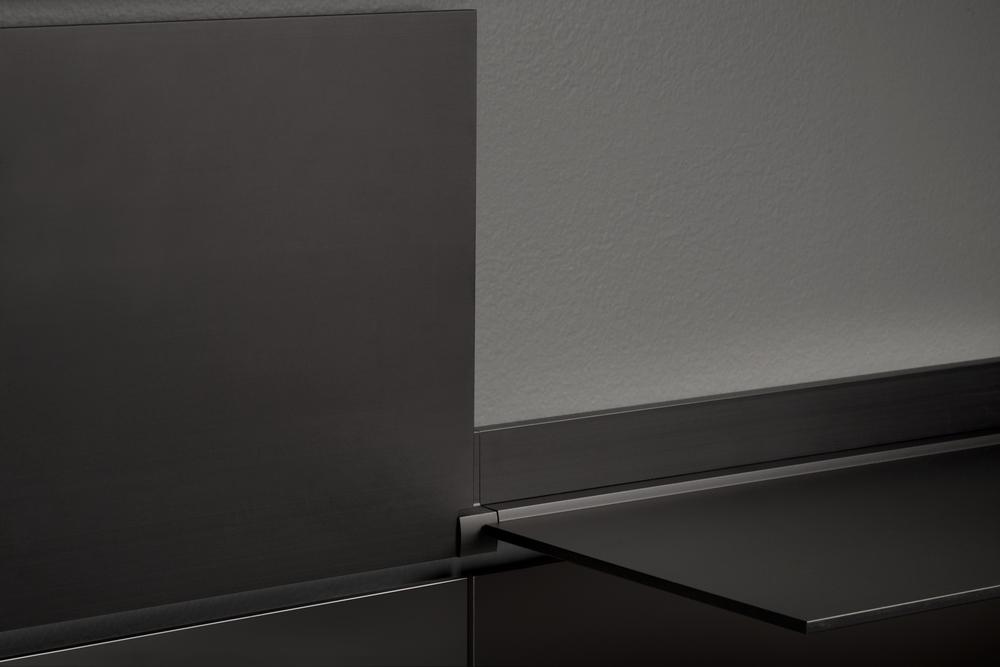 riveli_aluminum_shelf_black_detail.jpg