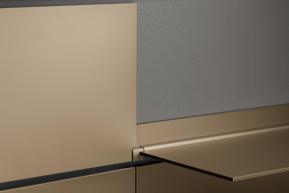 riveli_aluminum_shelf_champaign_detail.jpg