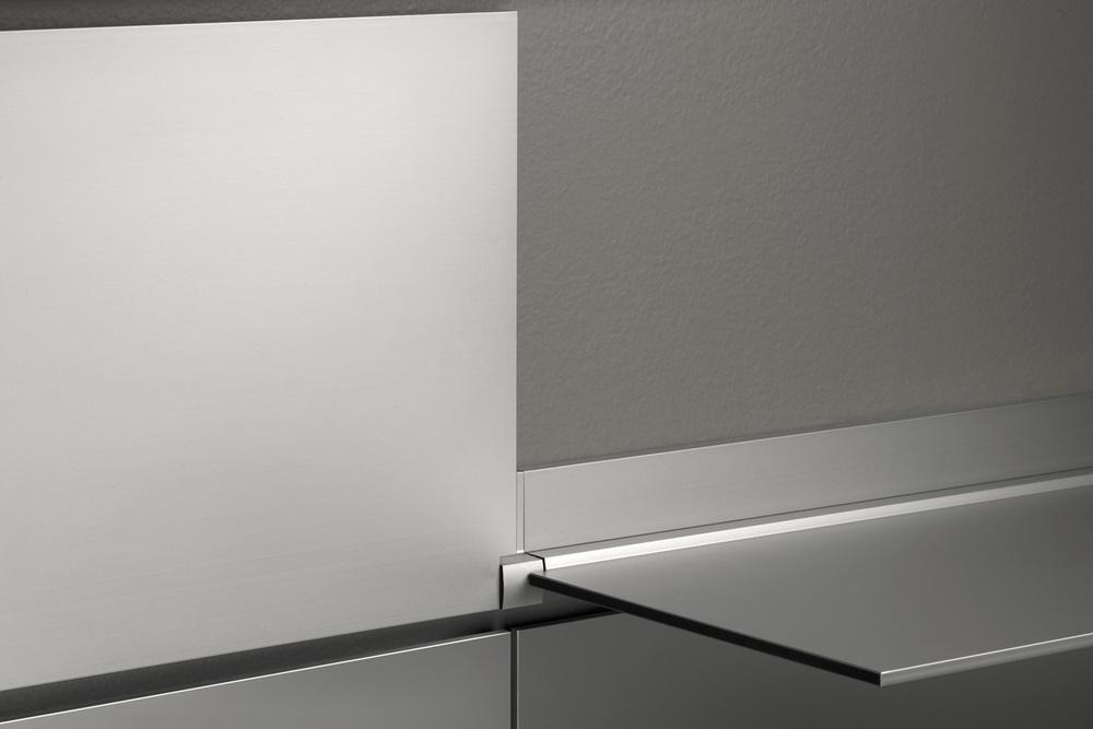 riveli_aluminum_shelf_silver_detail.jpg