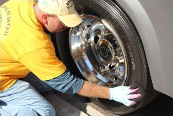 52 - Aplicando Tire dresing.jpg