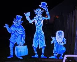 Photo Courtesy:                 http://www.halloweenforum.com/halloween-props/110349-hitchhiking-ghosts.html