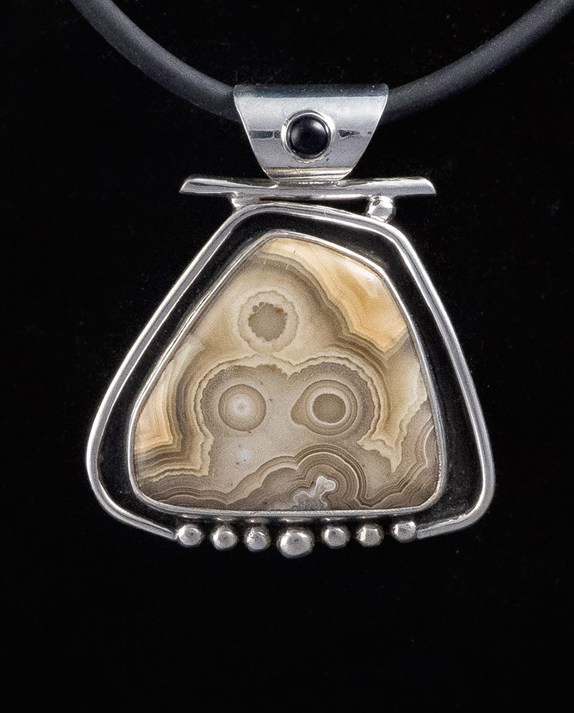 Runtenelli_Lace agate, black onyx set in sterling silver_web.jpg