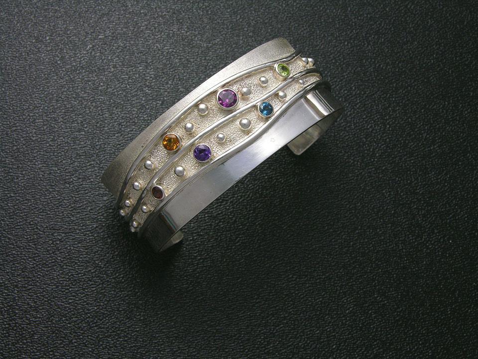 Runtenelli_colorful bracelet_web.jpg