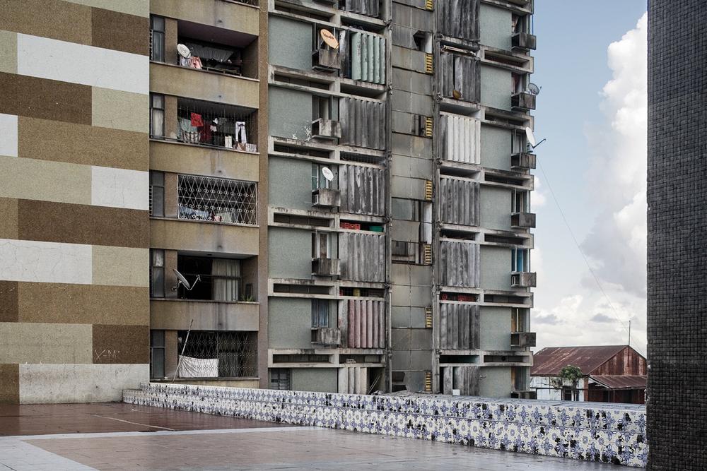 Guy Tillim, Apartment Building , Loanda, Angola, 2007, pigment ink on cotton rag.
