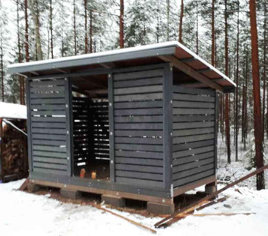 Shed for firewood from WPCs.
