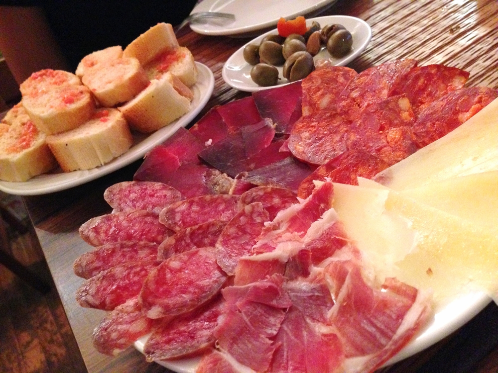 Platter of cured Iberico meat and cheese, paired with tomato pureed bread and olives