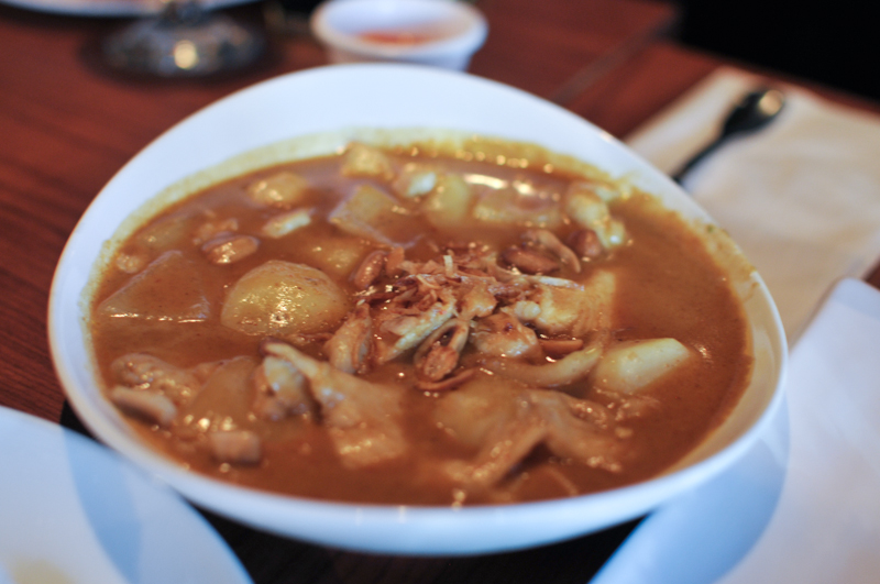 Gaeng Masaman curry with peanuts, tamarind sauce, onions and deep fried shallots