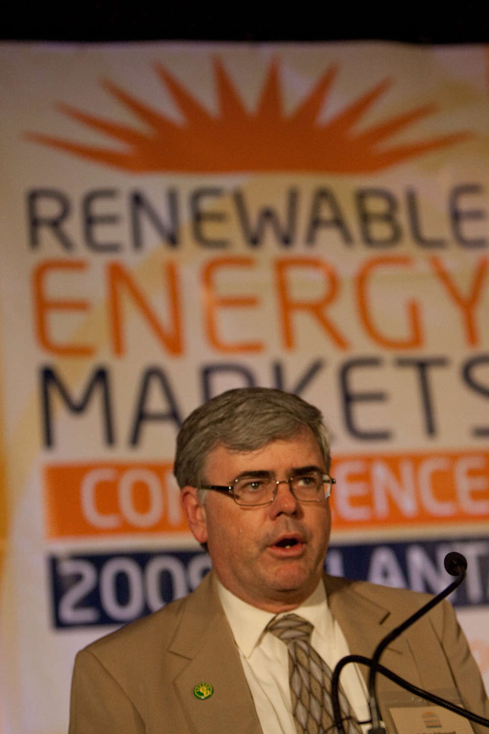 2090914renewableenergy20102.jpg