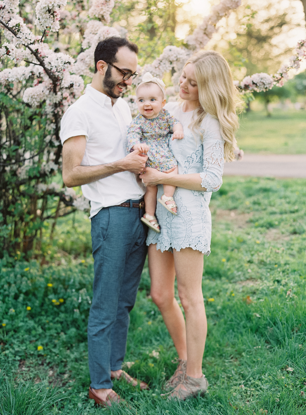 Simple Outdoor Family Portraits | cottagehillmag.com