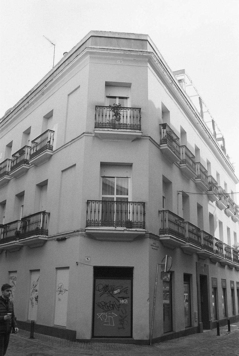 © Cottage Hill, LLC   cottagehill.co   Lisbon on Film21.jpg