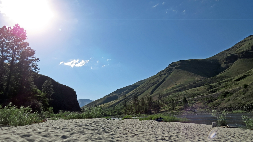 A giant beach where groups camp when rafting the Salmon River