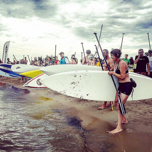 Surfrider Foundation relay competition for Young Adults Cancer Survivor for Lurie Children's Hospital #phototakenbyleaheva #surfriderfoundation #youngadultcancersurvivors #luriehospital #standuppaddleboard #supyacs #chicago #pacificobeer #summertime