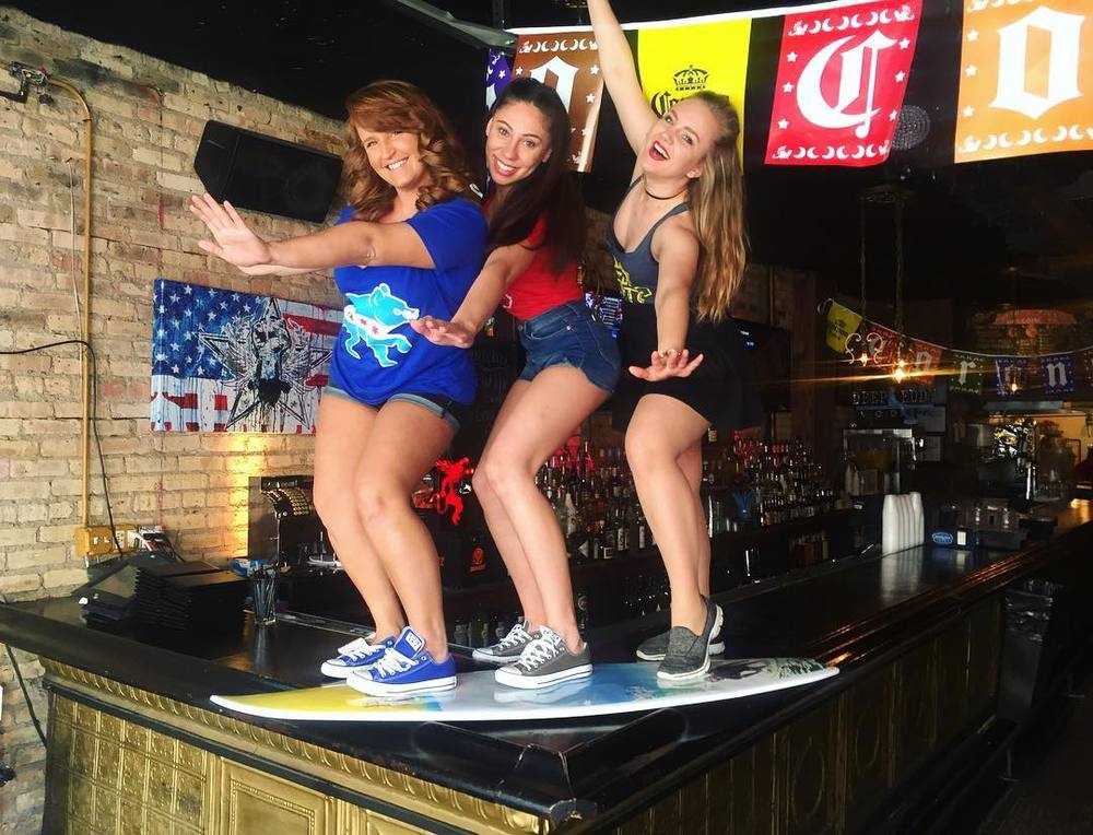 Catch this wave with us 😈🏄🏄🏄 #chicagosurfriderfoundation #barcelona #upshow