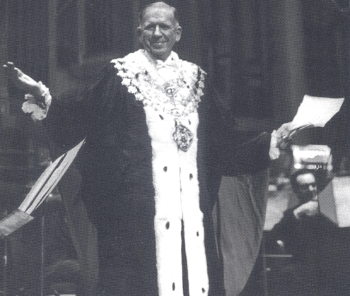"""Sir David leads the singing of """"Auld Lang Syne"""" accompanied by the Sydney Symphony Orchestra at the last Youth Concert in The Sydney Town Hall, 1973"""